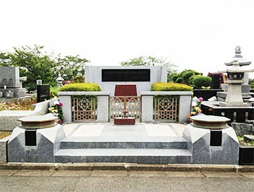 尾崎豊の墓石